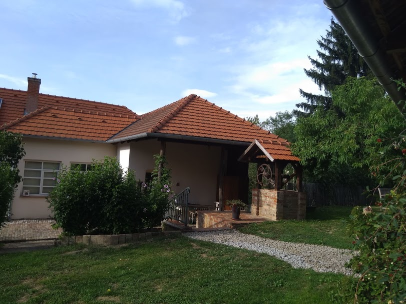 Goedwerkende waterput bij vakantiewoning Kovácsszénája.