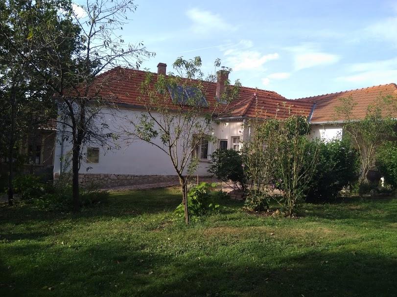 Prachtige tuin bij vakantiewoning Kovácsszénája.