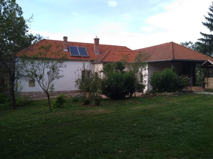 Prachtige tuin bij luxe vakantiewoning Kovácsszénája