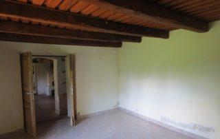 Authentiek plafond in Hongaarse boerderij, slaapkamer met openslaande deuren, die te huur is Kovácsszénája..