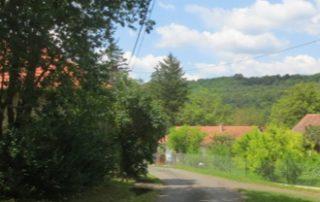 Aanrij-route in vriendelijk dorp met prachtig uitzicht op heuvels bij luxe vakantiewoning te huur in Kovácsszénája..