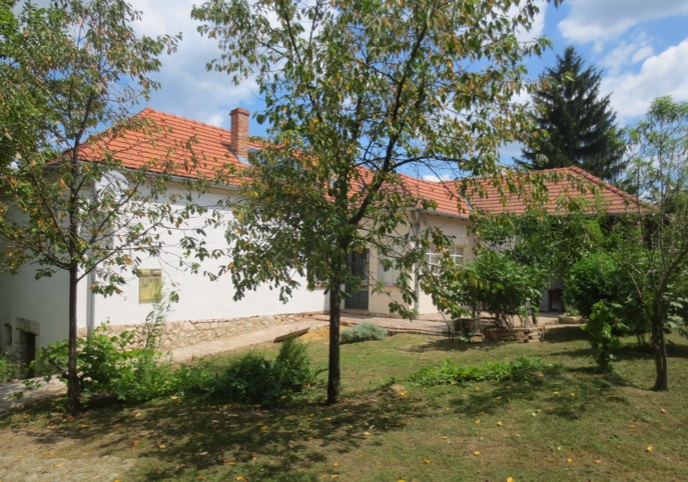Prachtige tuin bij luxe vakantiewoning Kovácsszénája.