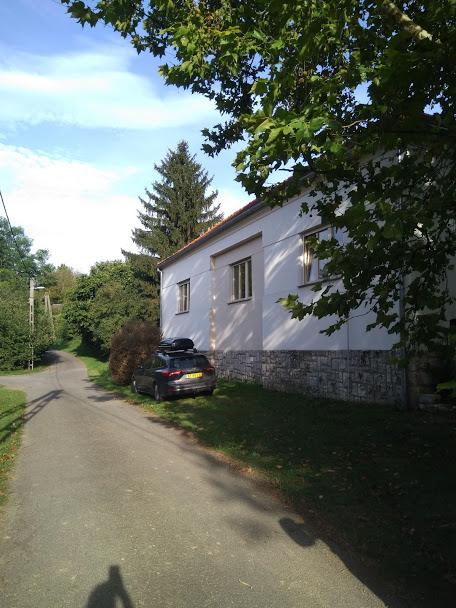 Midden in dorp gelegen prachtige luxe vakantiewoning te huur in Kovácsszénája.