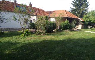 Prachtige woning met ruime overkapping bij luxe vakantiewoning te huur in Kovácsszénája..